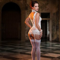 Glamour Nude Model - Types of Modeling